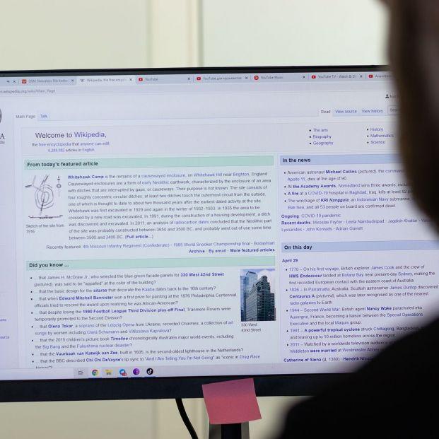 ¿Alguna vez te has preguntado quién está detrás de Wikipedia? Foto: bigstock