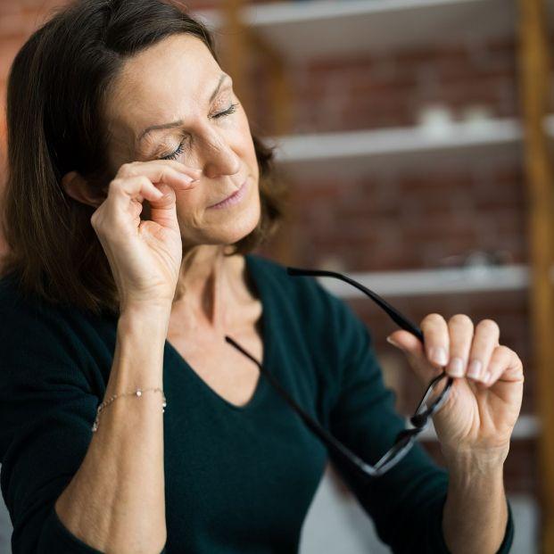 Frotarse los ojos puede tener graves consecuencias
