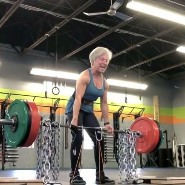 """Mary Duffy, la mujer de 71 años que levanta 110 kg: """"Me siento mejor ahora que cuando tenía 40"""""""