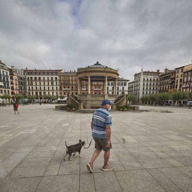 EuropaPress 3239883 hombre mascarilla centrica calle pamplona navarra espana 17 julio 2020