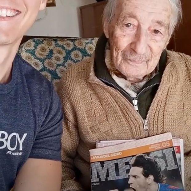 VÍDEO: El 'mayor' fan de Messi tiene 99 años y lleva la cuenta a mano de todos sus goles