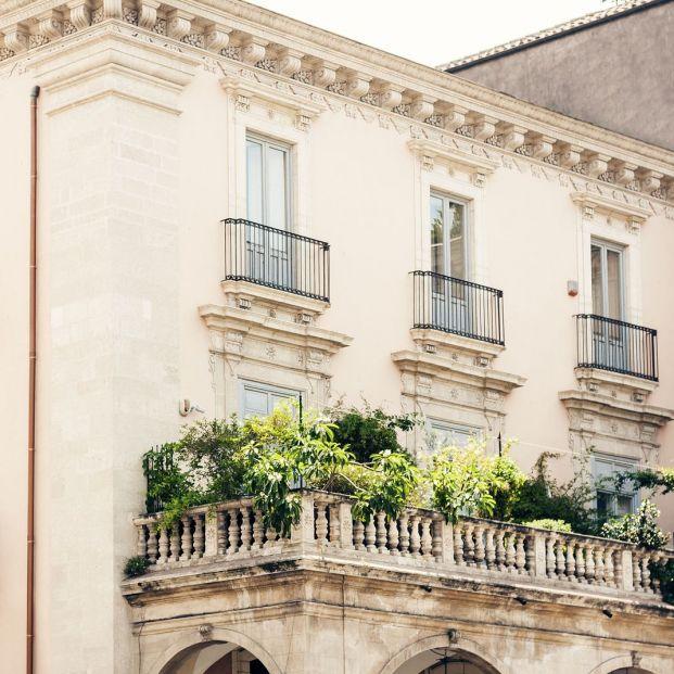 ¿Cuándo está prohibido tener macetas en los balcones? (Big Stock)