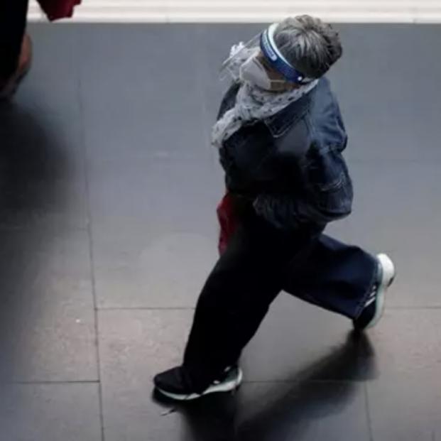 Madrid recuerda que para dejar de usar la mascarilla se necesita modificar una ley estatal. FOTO: EUROPA PRESS