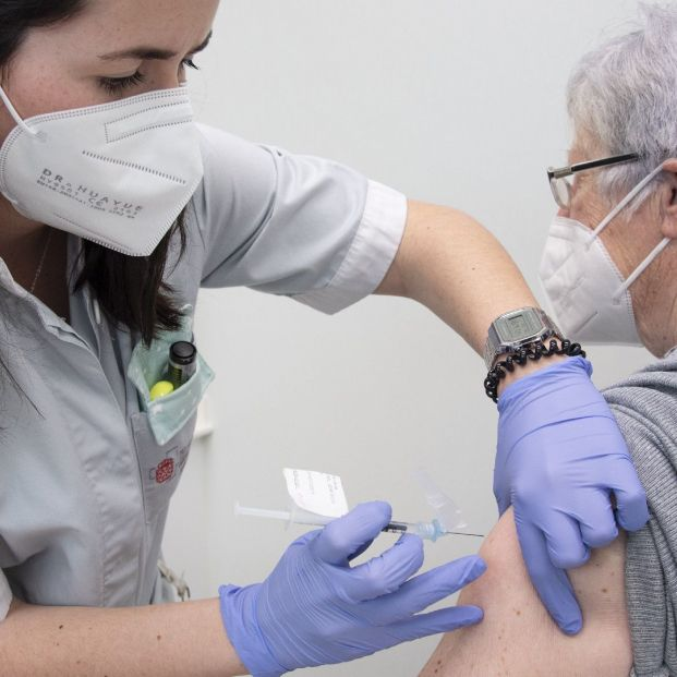 EuropaPress 3677440 pacientes muy alto riesgo navarra reciben vacuna rna servicio oncologia chn