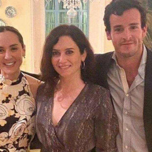 La foto de Isabel Díaz Ayuso, Tamara Falcó y su novio de la que todo el mundo habla