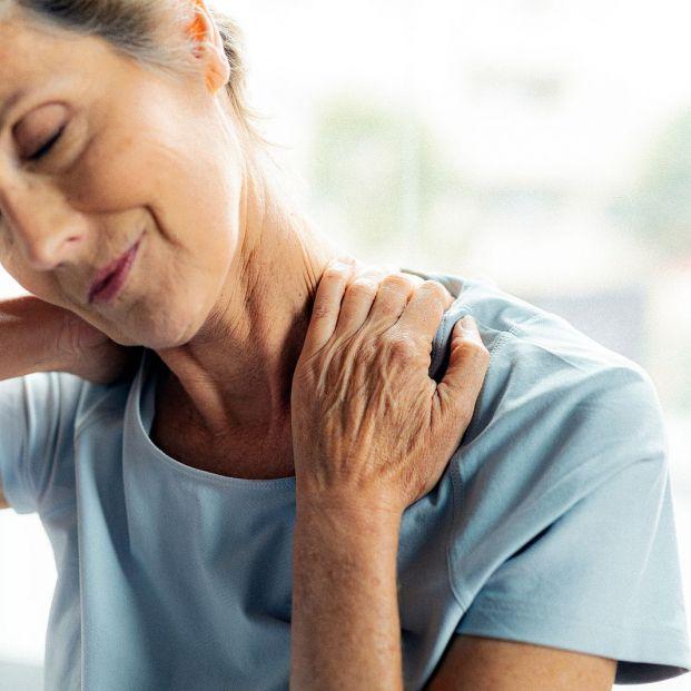 Cuatro ejercicios básicos para deshacerte del dolor de cervical