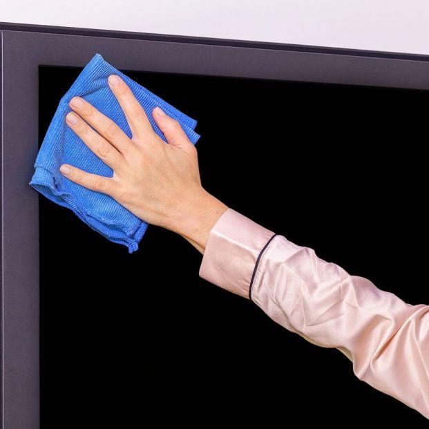 Cómo limpiar la pantalla de tu televisión o portátil sin...