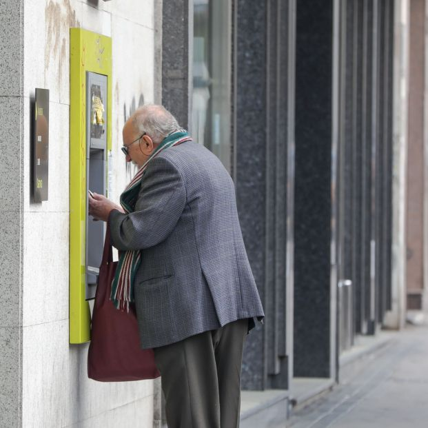 """El Banco de España saca los colores a la banca: No hay que """"olvidarse"""" de los mayores"""