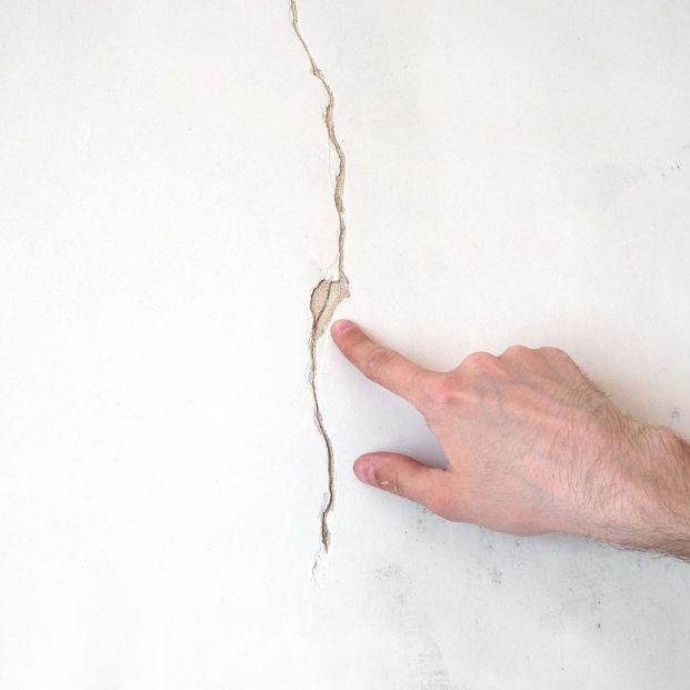 El motivo por el que no deberías reparar las grietas en la pared rápidamente (Foto Bigstock)