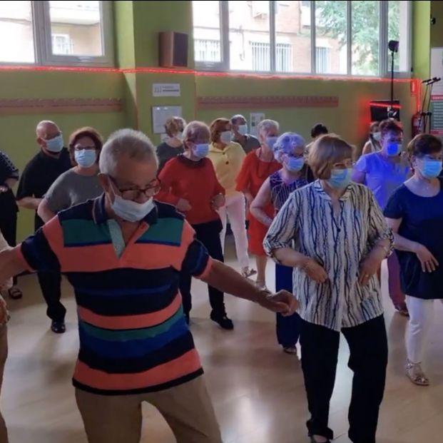 Por fin: vuelve el baile para los mayores vacunados, ¡que no pare la música!
