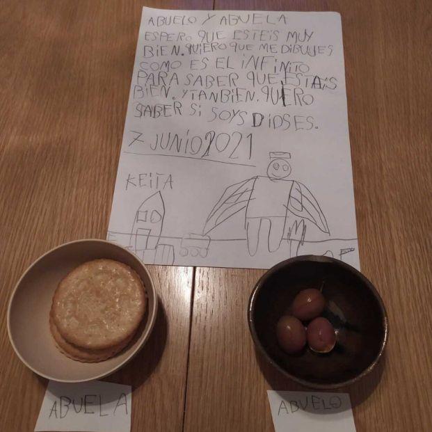"""La emotiva carta de un niño a sus abuelos fallecidos: """"Quiero saber si sois dioses"""""""