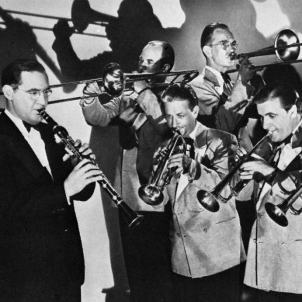 """Se cumplen 35 años desde que nos dejó  Benny Goodman, el indiscutible """"Rey del Swing"""". Foto: Benny Goodman y su orquesta en 1938. Captura de pantalla YouTube"""