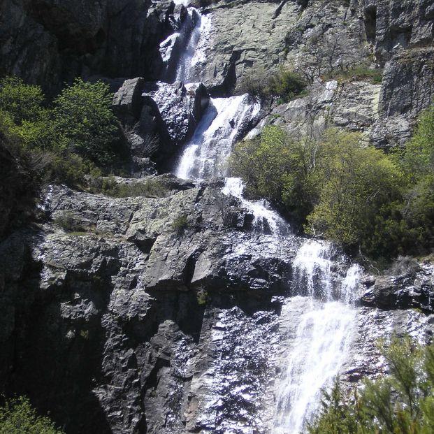 Las chorreras de Despeñalagua forman un singular salto de agua en Valverde los Arroyos (Wikimedia Commons)