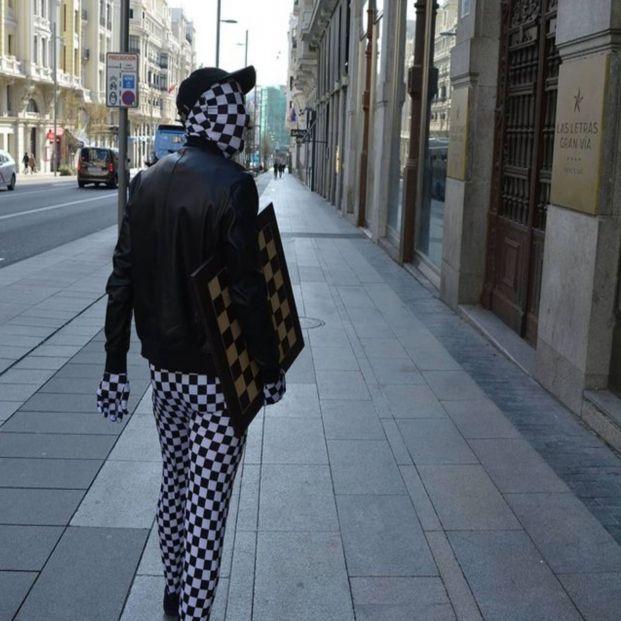 'Rey Enigma', el maestro del ajedrez que se recorre Madrid prometiendo 100 euros a quien le gane