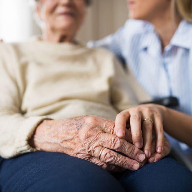 EuropaPress 3736677 acompanamiento persona mayor anciana