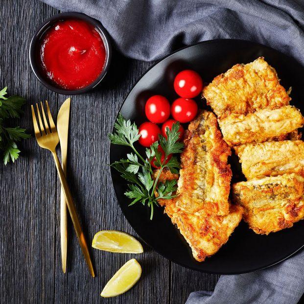 El error que cometes al cocinar merluza a la romana: ¿Qué va antes la harina o el huevo? Foto: bigstock