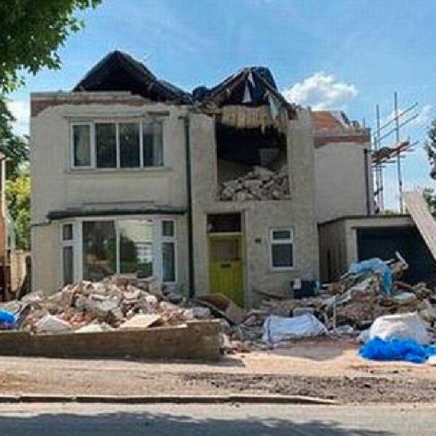 Un albañil destruye una casa tras reformarla porque no le pagaron lo que le debían