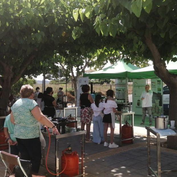 Nietos y abuelos se unen para recuperar las recetas de la cocina tradicional de Murcia