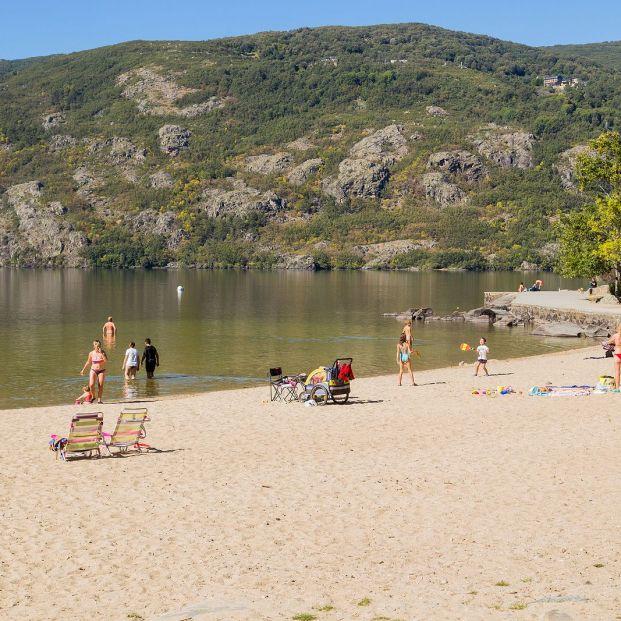 Las mejores playas de agua dulce de España. Lago de Sanabria. Bigstock