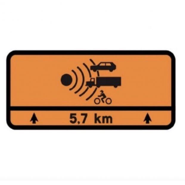 La DGT alerta: este es el significado de la nueva señal de tráfico naranja