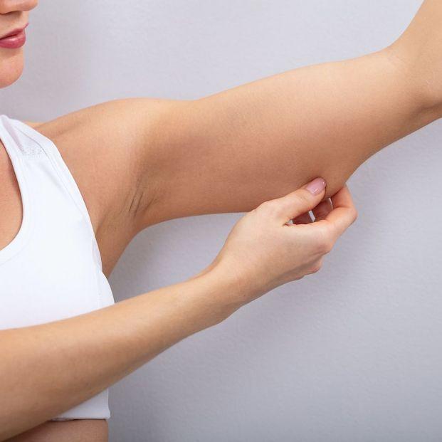 Cómo evitar la flacidez en la piel de los brazos y rodillas