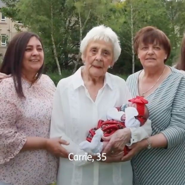 Tataratataratataraabuela a los 86 años: una familia suma seis generaciones vivas