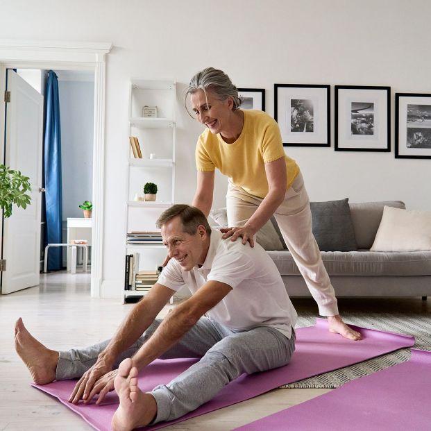 6 ejercicios de estiramientos para mayores de 60 años Foto: bigstock