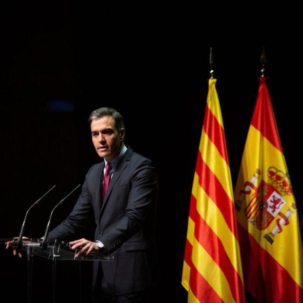 Sánchez anuncia que mañana aprobará los indultos entre abucheos. Foto: Europa Press