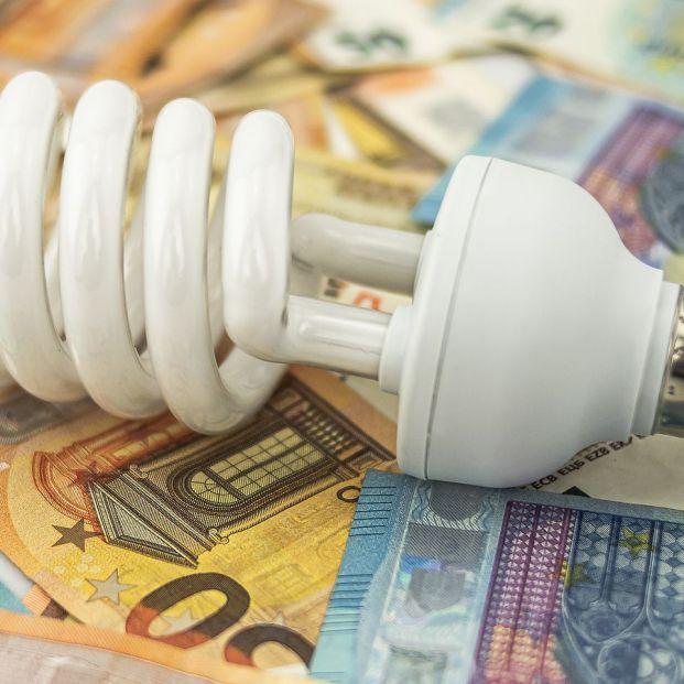 """La OCU considera """"insuficientes"""" y """"poco efectivas"""" las medidas para abaratar el recibo de la luz"""