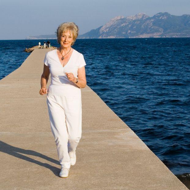 Mujer llevando una vida sana (bigstock)