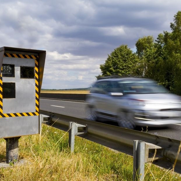 Retiran la multa a una mujer por circular a 298 km/h en un tramo de 60 km/h (bigstock)