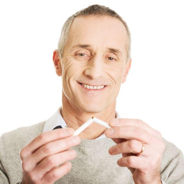 Después del sol, el tabaco es el agente externo que más envejece la piel (Bigstock)