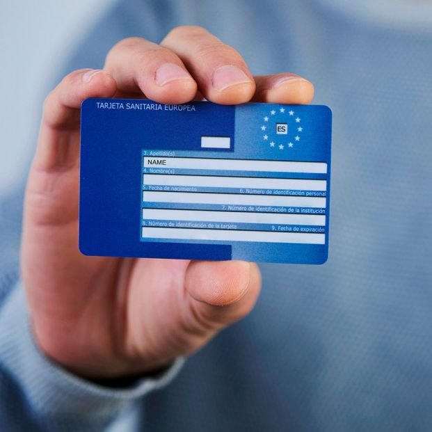Si viajas este verano, pide la tarjeta sanitaria europea (además del pasaporte Covid)