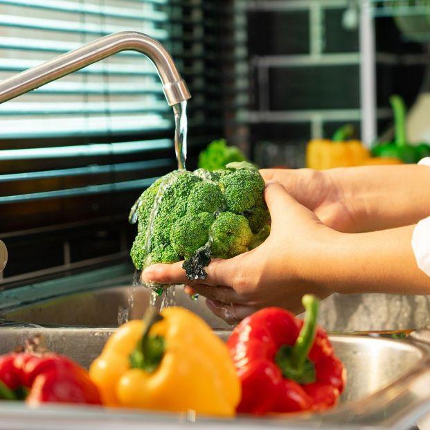 Desinfecta tus frutas y verdura con vinagre, limón y sal Foto: bigstock