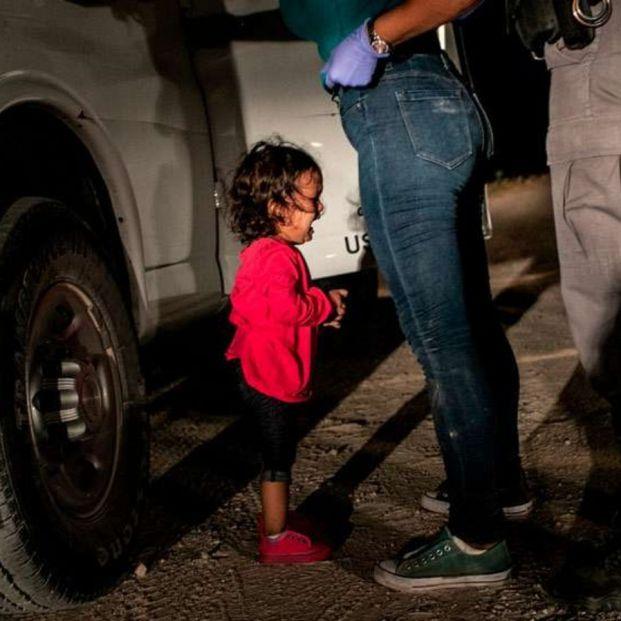 Niña latinoamericana llorando tras la detención en la frontera con Estados Unidos, elegida mejor foto del año en el World Press Photo (John Moore Getty Images) (CCCB)