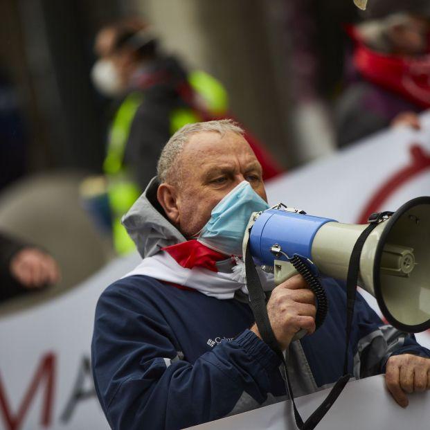 EuropaPress 3487310 pensionista habla megafono manifestacion convocada movimiento pensionistas