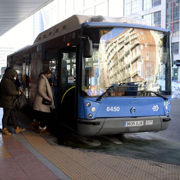 Almeida anuncia un nuevo billete de autobús para transbordos y viajes gratis