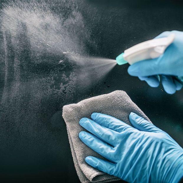 Pasos para eliminar marcas de lejía de la encimera
