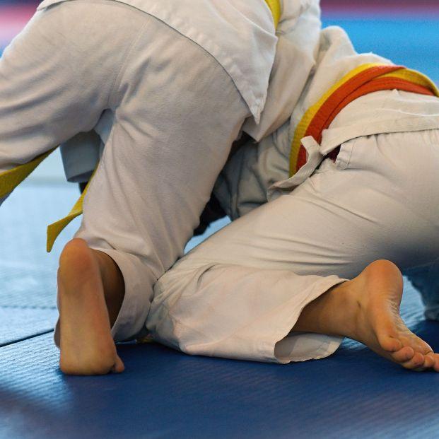 Muere un niño de 7 años al ser lanzado 27 veces al suelo en clase de judo y pasar 69 días en coma. Foto: Bigstock