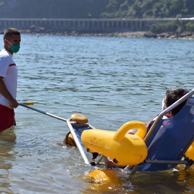 Cruz Roja ofrecerá este verano el servicio de baño asistido en 57 playas del litoral. Foto: Europa Press