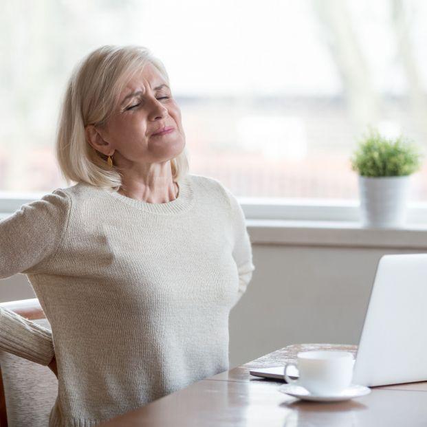 Cuidar tu postura es fundamentar para combatir la artrosis  (bigstock)
