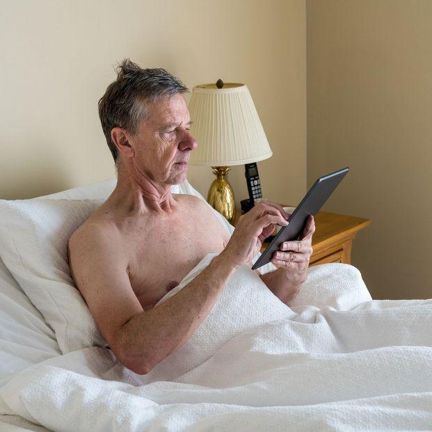 Con ropa o desnudo: ¿cómo es mejor dormir?