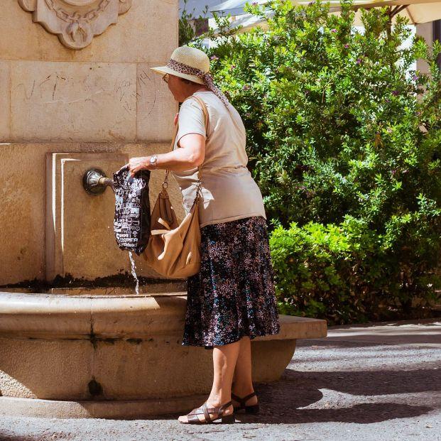 Cruz Roja alerta sobre el impacto del calor en los mayores: consejos para sobrellevarlo
