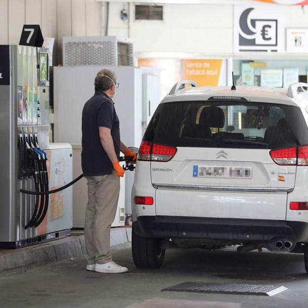 Tarjetas con descuentos en gasolina: ¿merecen la pena o tienen truco? (Foto: Europa Press)