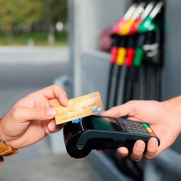 Tarjetas con descuentos en gasolina: ¿merecen la pena o tienen truco?