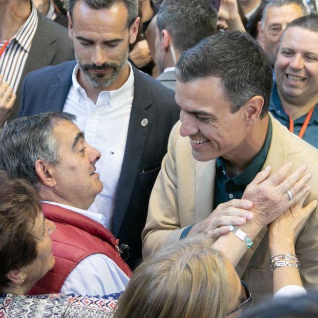 Pedro Sánchez presume de rejuvenecer el Gobierno mientras fomenta el retraso de la jubilación