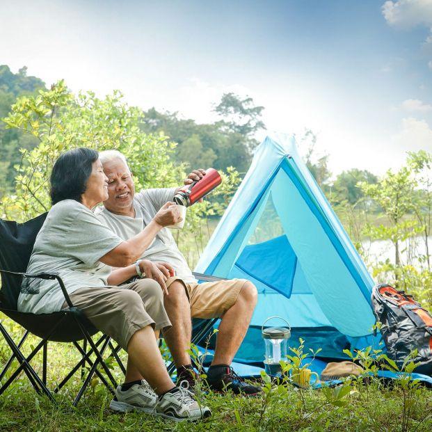 Consejos para una acampada perfecta para mayores (Foto Bigstock)