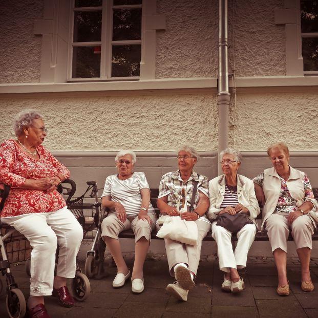 Mujeres mayores de 75 años.