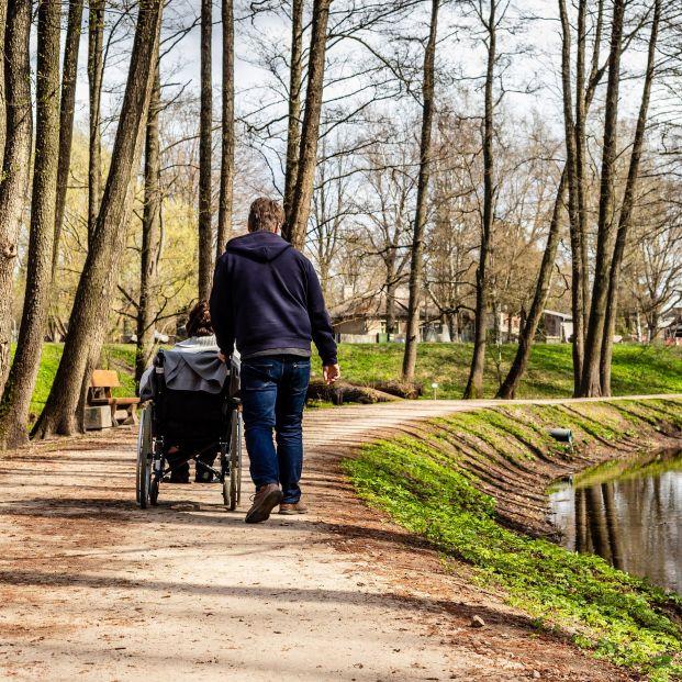 Uno de cada cuatro cuidadores no profesionales ha sufrido un deterioro de su calidad de vida. Foto: Bigstock