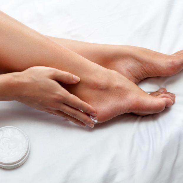 Trucos para una hidratación profunda de tus pies en verano: acaba con las grietas Foto: bigstock